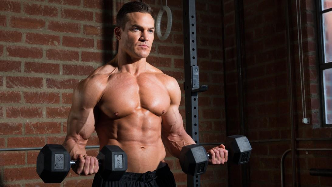 Суроватъчният протеин Anabolic Monster Whey ни помага за по-бързото качване на качествена мускулна маса.