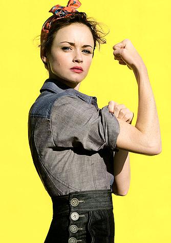 Myprotein Active Woman Diet Capsules повишава енергията и настроението.