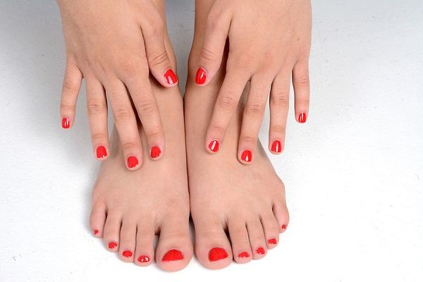 Natrol Biotin заздравява ноктите.
