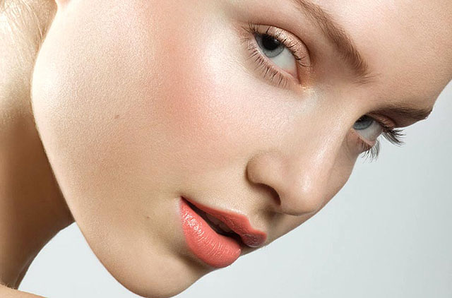 Now Foods Proline стяга и подмладява кожата.