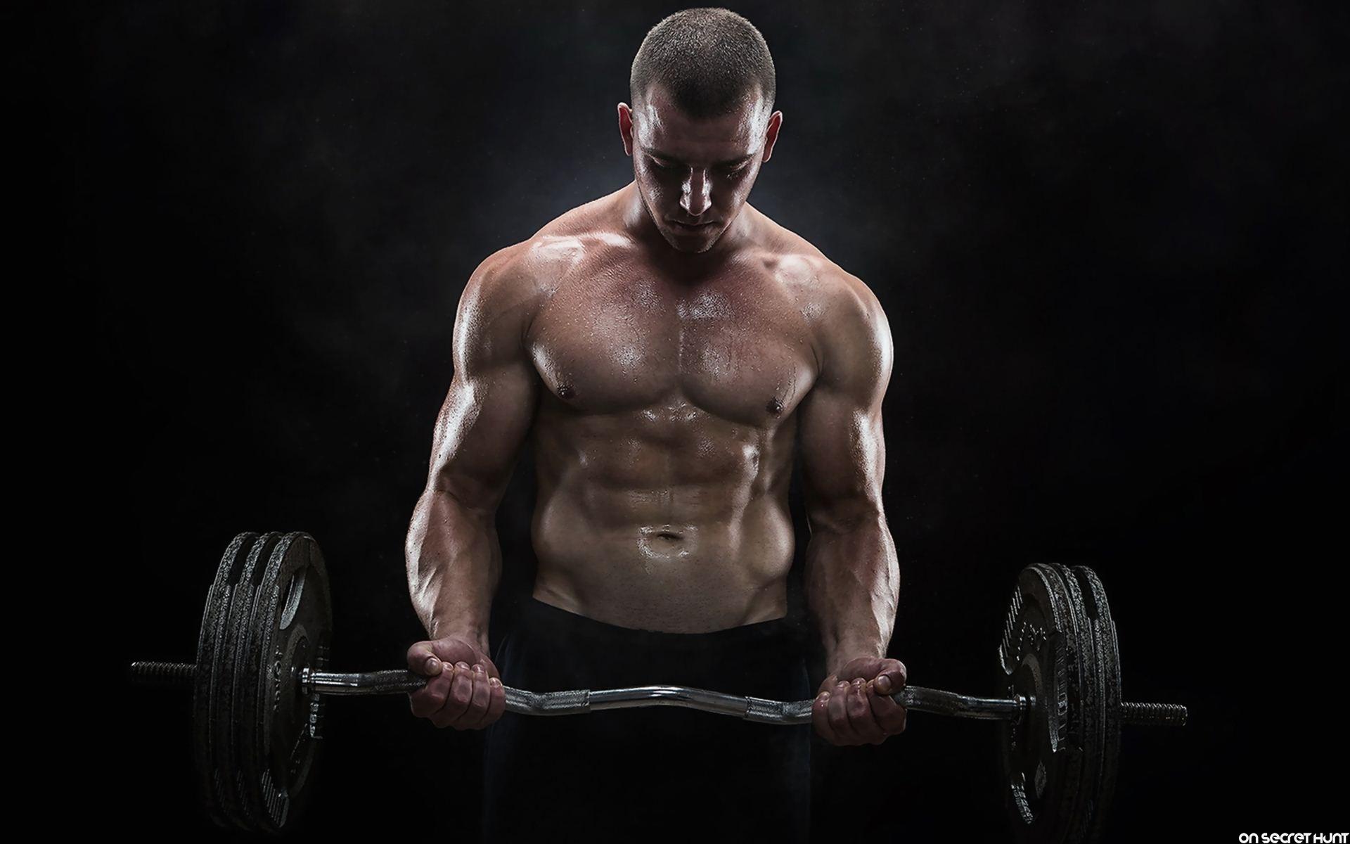 Протеин Gold Whey на Weider ви помага за по-бързото възстановяване след тренировка.